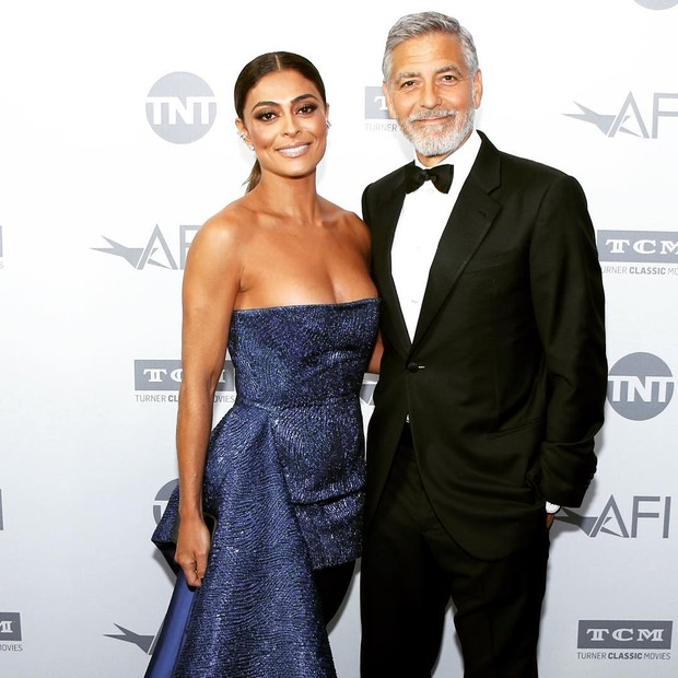 Juliana Paes posa ao lado do astro hollywoodiano George Clooney