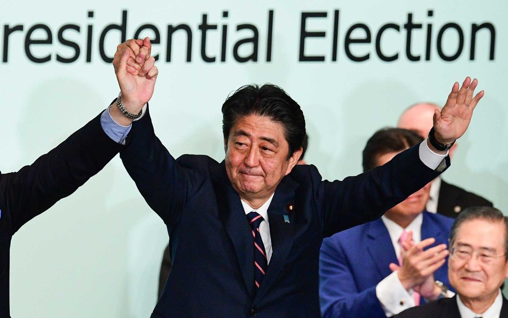Shinzo Abe é reeleito presidente do partido governante do Japão